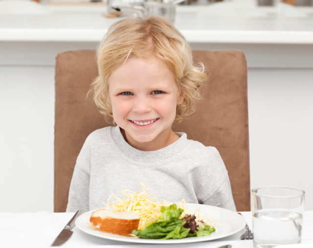 Давать ли ребенку блюда из курицы?