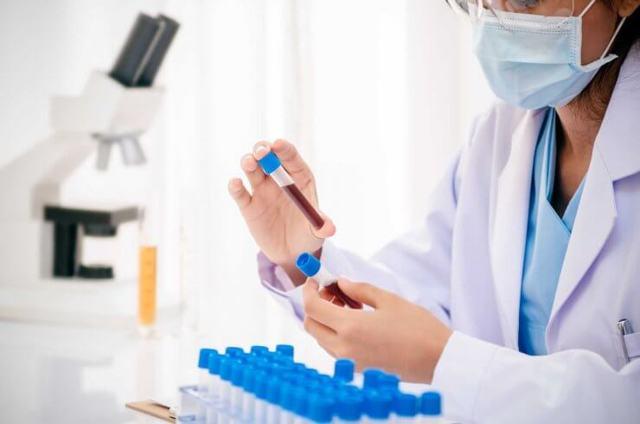 Причины, симптомы и лечение низкого уровня тромбоцитов в крови