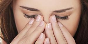 Как можно снять глазное давление в домашних условиях?
