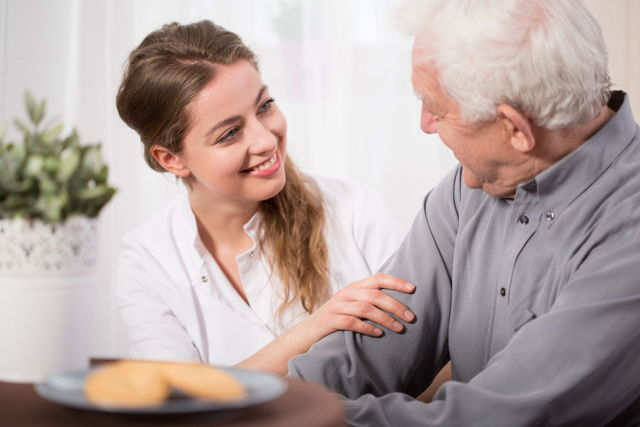 Как правильно ухаживать за больными после инсульта на дому?